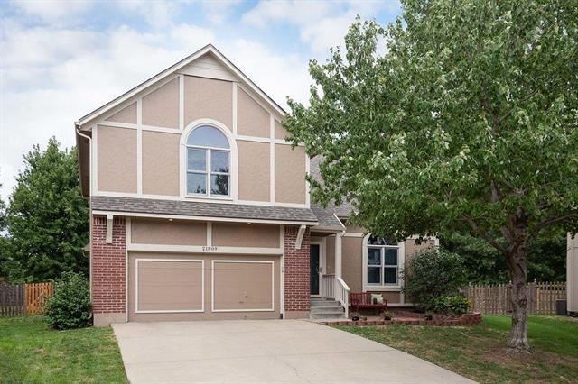 21809 W 52 Terrace, Shawnee, KS 66226 (#2128703) :: Edie Waters Network