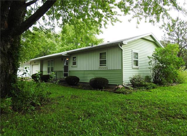 611 S Oak Street, Gardner, KS 66030 (#2128739) :: Edie Waters Network