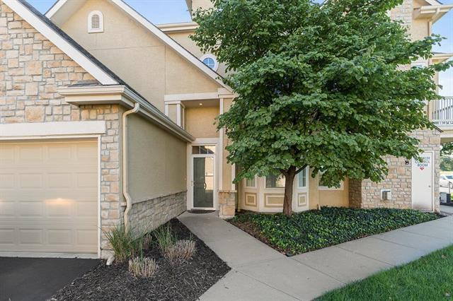 4502 W 159th Terrace #210, Overland Park, KS 66085 (#2128820) :: Edie Waters Network