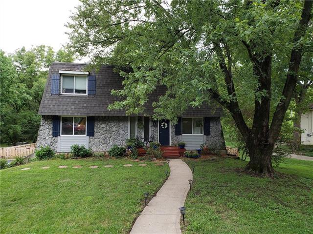 9309 NW Pleasant Drive, Parkville, MO 64152 (#2128837) :: Edie Waters Network