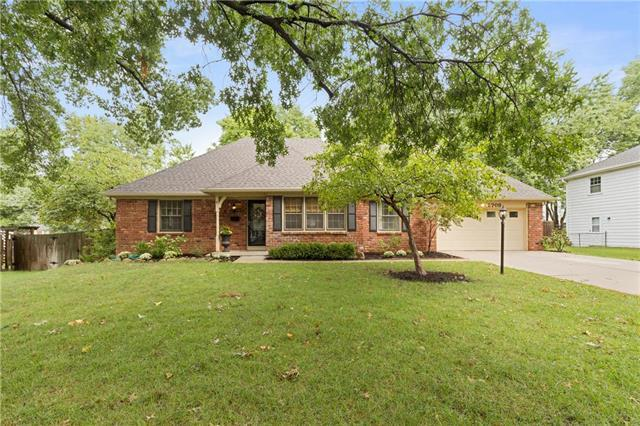 5708 W 98th Street, Overland Park, KS 66207 (#2128847) :: Char MacCallum Real Estate Group