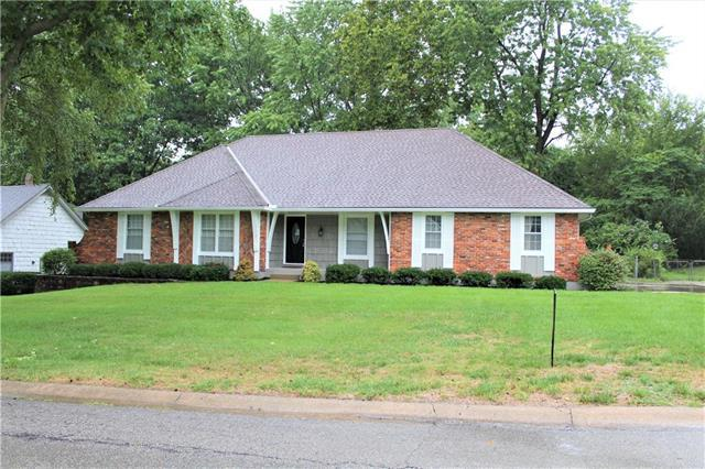12726 Oakmont Drive, Kansas City, MO 64145 (#2128866) :: Edie Waters Network