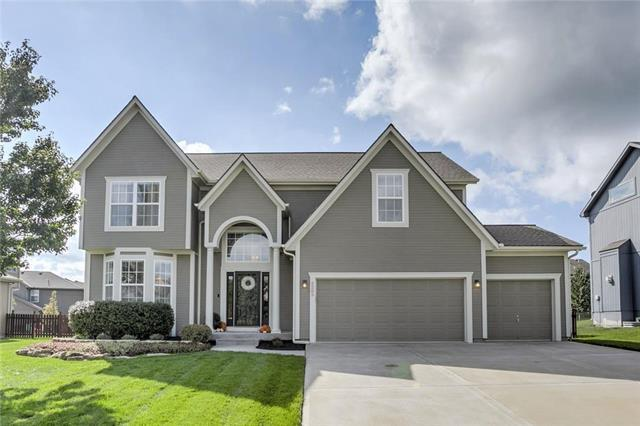 2205 SW Hawk View Road, Lee's Summit, MO 64082 (#2128878) :: Char MacCallum Real Estate Group