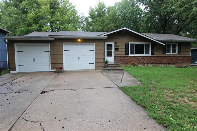 10902 W 71st Place, Shawnee, KS 66203 (#2128887) :: Edie Waters Network