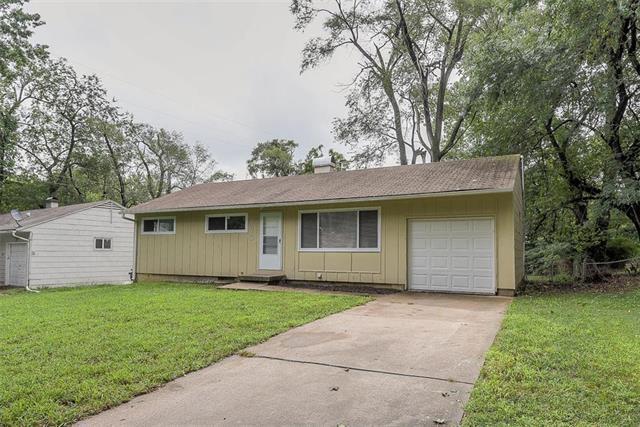 7613 E 112th Street, Kansas City, MO 64134 (#2128927) :: Char MacCallum Real Estate Group