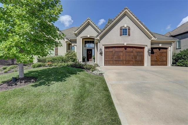 6120 Southlake Drive, Parkville, MO 64152 (#2128932) :: Char MacCallum Real Estate Group