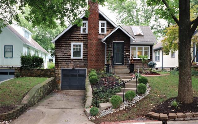 2008 W 48 Terrace, Westwood Hills, KS 66205 (#2128989) :: Edie Waters Network