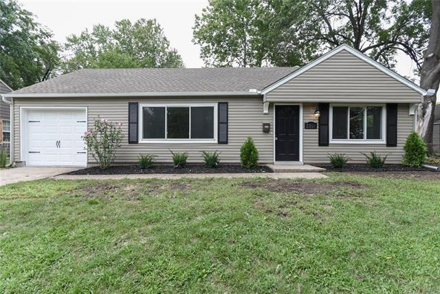 2304 W 76th Street, Prairie Village, KS 66208 (#2128992) :: Edie Waters Network