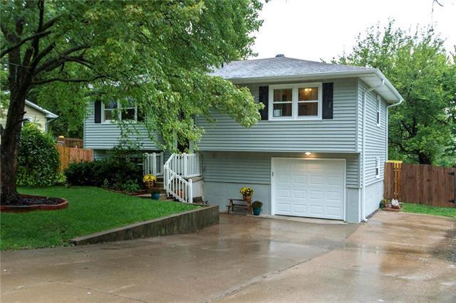 504 W King Street, Spring Hill, KS 66083 (#2129026) :: Edie Waters Network