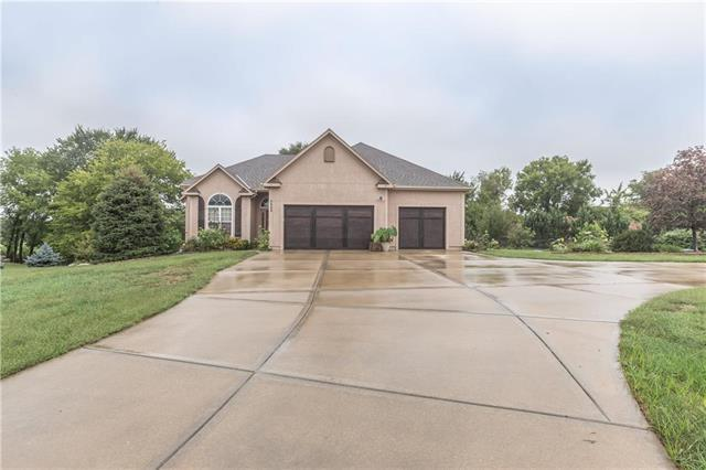 3322 N 128 Court, Kansas City, KS 66109 (#2129039) :: Char MacCallum Real Estate Group