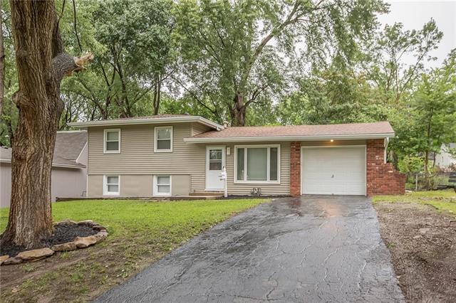 1504 Ne 62nd Terrace, Gladstone, MO 64118 (#2129108) :: Char MacCallum Real Estate Group