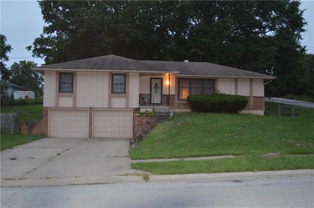 2422 N 60th Terrace, Kansas City, KS 66104 (#2129166) :: Edie Waters Network
