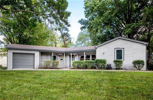5211 W 60th Terrace, Mission, KS 66205 (#2129168) :: Char MacCallum Real Estate Group