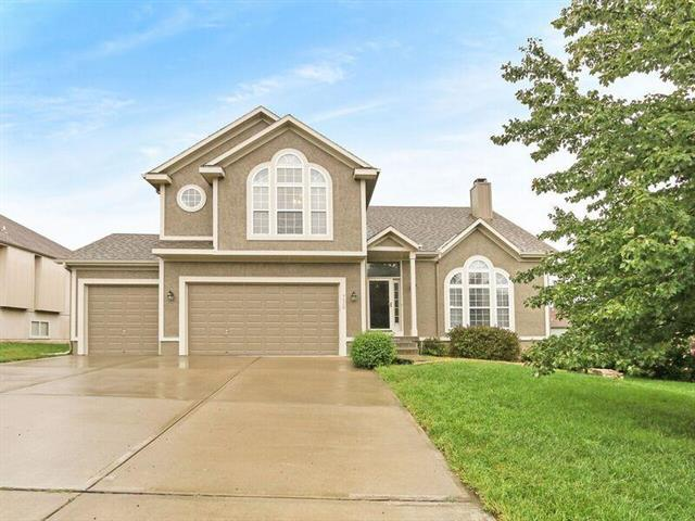 7920 W 155TH Place, Overland Park, KS 66223 (#2129199) :: Edie Waters Network