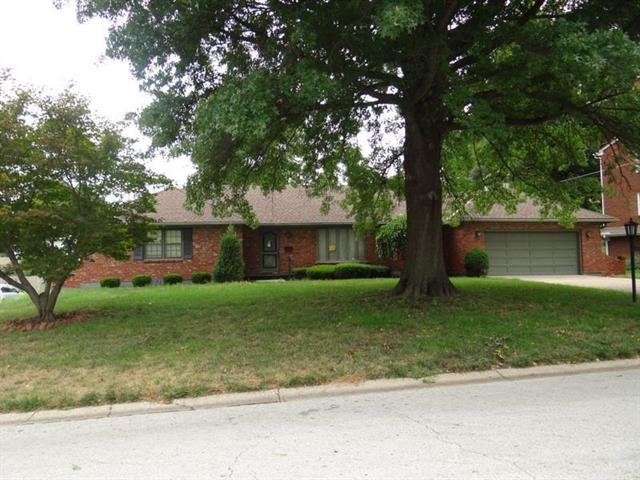 12820 E 35th Terrace, Independence, MO 64055 (#2129224) :: Edie Waters Network