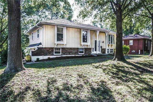 3001 S Kendall Drive, Independence, MO 64055 (#2129237) :: Edie Waters Network