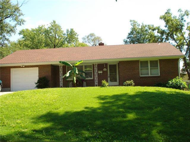 4945 N Chelsea Avenue, Kansas City, MO 64119 (#2129239) :: Edie Waters Network