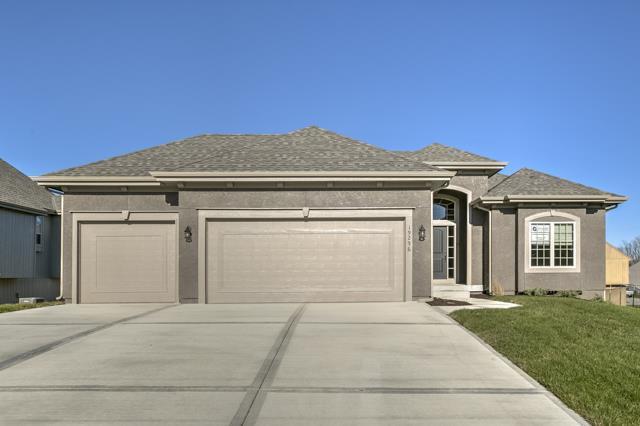 21004 Emerald Street, Spring Hill, KS 66083 (#2129250) :: Char MacCallum Real Estate Group