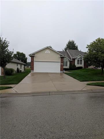 4535 Hedges Avenue, Kansas City, MO 64133 (#2129265) :: Char MacCallum Real Estate Group