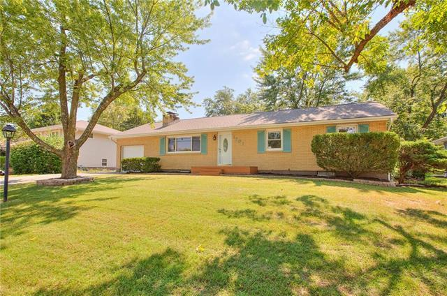 1701 NE 76th Street, Gladstone, MO 64118 (#2129296) :: Kansas City Homes