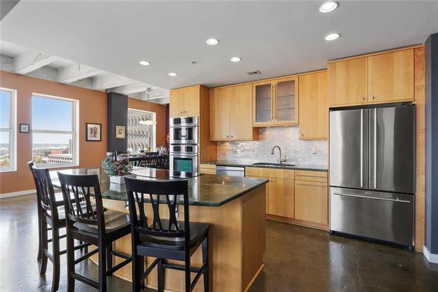 21 W 10th #10C Street 10C, Kansas City, MO 64105 (#2129325) :: Char MacCallum Real Estate Group