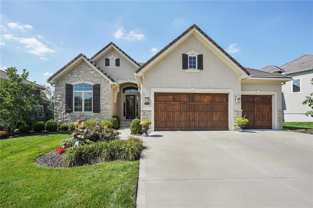6190 Southlake Drive, Parkville, MO 64152 (#2129395) :: Edie Waters Network