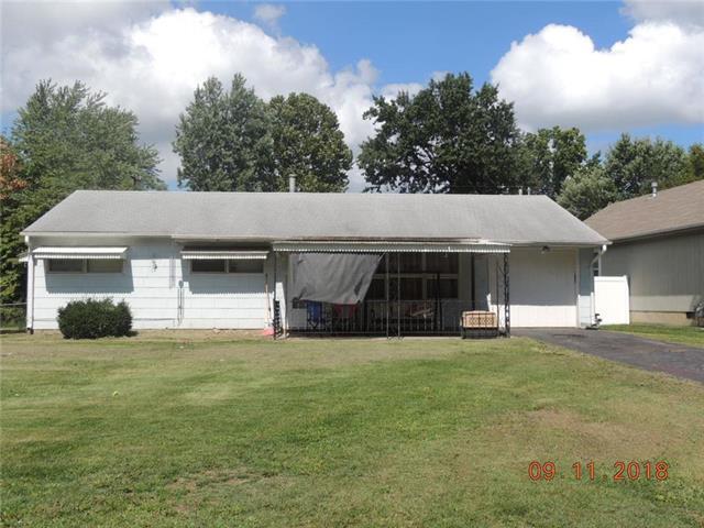 7106 E 107 Terrace, Kansas City, MO 64134 (#2129396) :: Char MacCallum Real Estate Group