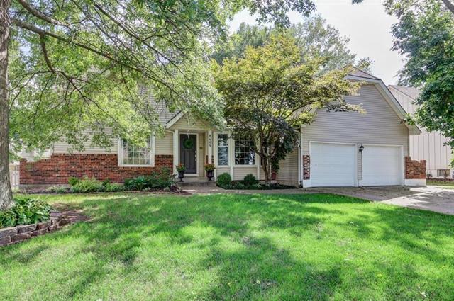 8609 W 116th Terrace, Overland Park, KS 66210 (#2129408) :: NestWork Homes