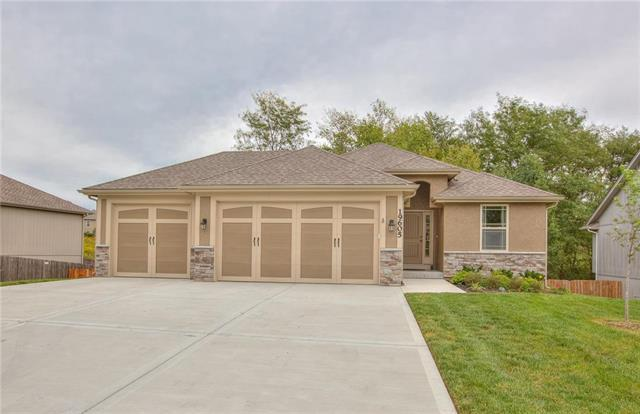 19605 Harbor Drive, Smithville, MO 64089 (#2129499) :: Edie Waters Network