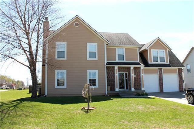 20865 Poplar Court, Spring Hill, KS 66083 (#2129557) :: Char MacCallum Real Estate Group