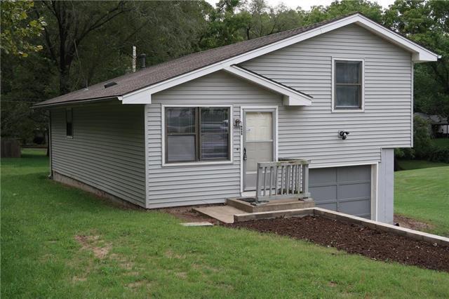 2403 NE Vivion Road, Kansas City, MO 64118 (#2129565) :: Edie Waters Network