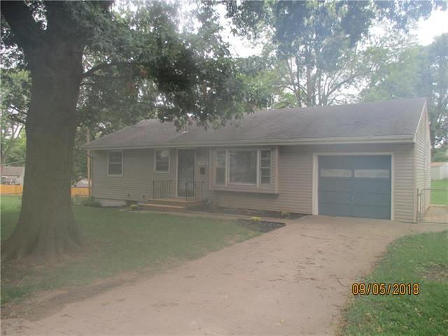 12704 E 33rd Street, Independence, MO 64055 (#2129623) :: Edie Waters Network
