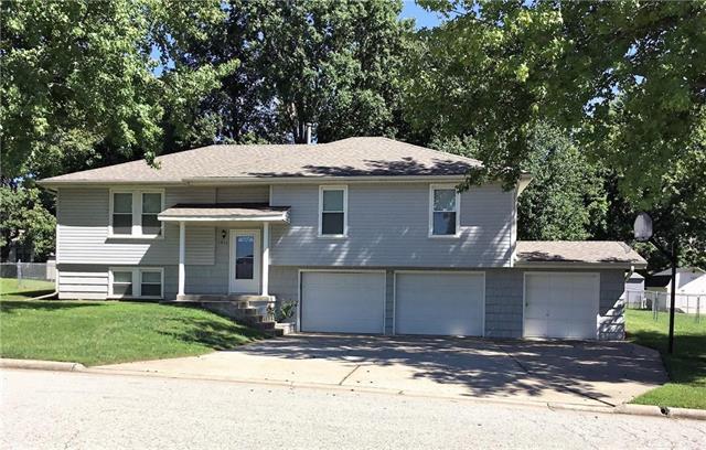 1911 Cedar Street, Higginsville, MO 64037 (#2129625) :: Edie Waters Network