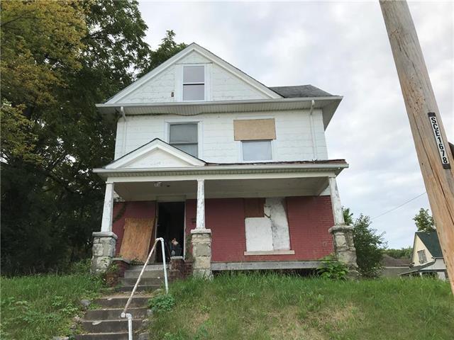 2501 E 24th Terrace, Kansas City, MO 64127 (#2129631) :: Edie Waters Network