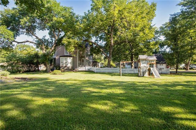 906 E Piankishaw Street, Paola, KS 66071 (#2129648) :: Char MacCallum Real Estate Group