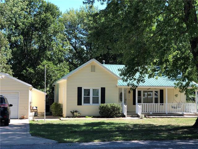 603 SW Locust Street, Oak Grove, MO 64075 (#2129654) :: Edie Waters Network