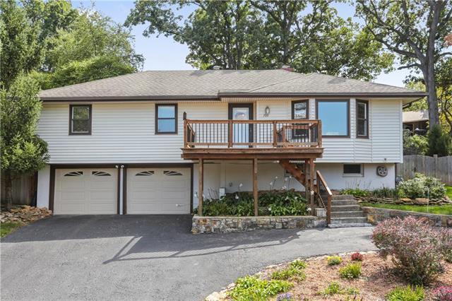 709 Lake Forest Drive, Bonner Springs, KS 66012 (#2129728) :: Char MacCallum Real Estate Group