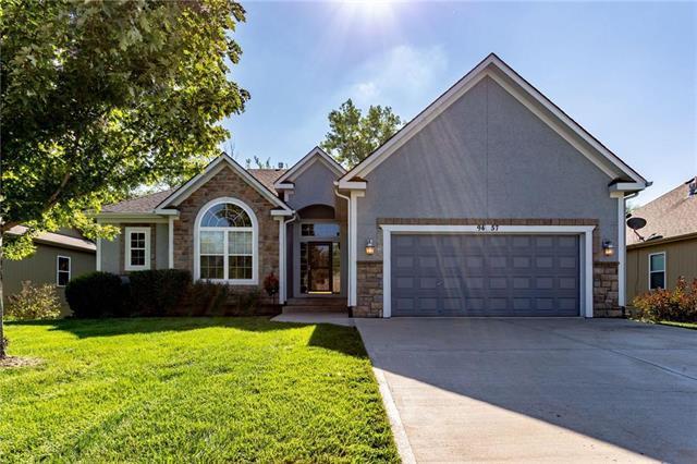 9457 N Adrian Avenue, Kansas City, MO 64154 (#2129738) :: Edie Waters Network
