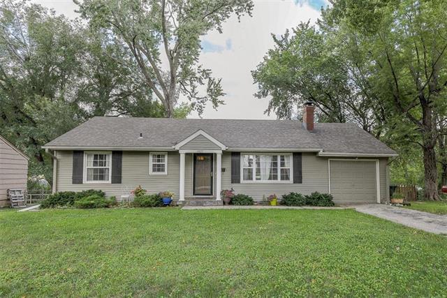 6822 W 73RD Street, Overland Park, KS 66204 (#2129744) :: Kansas City Homes