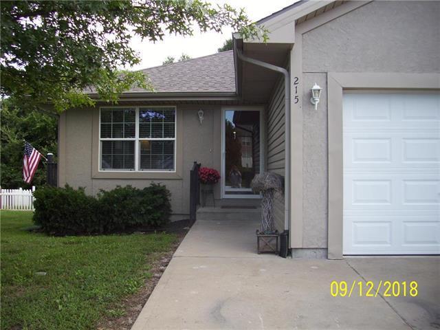 215 N 4th Terrace, Louisburg, KS 66053 (#2129812) :: Edie Waters Network
