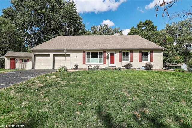 7608 Colonial Drive, Prairie Village, KS 66208 (#2129826) :: Edie Waters Network
