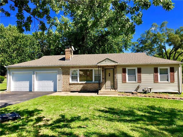 13711 Botts Road, Grandview, MO 64030 (#2129834) :: Edie Waters Network