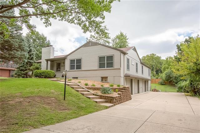 3807 NW 63rd Terrace, Kansas City, MO 64151 (#2129841) :: Edie Waters Network