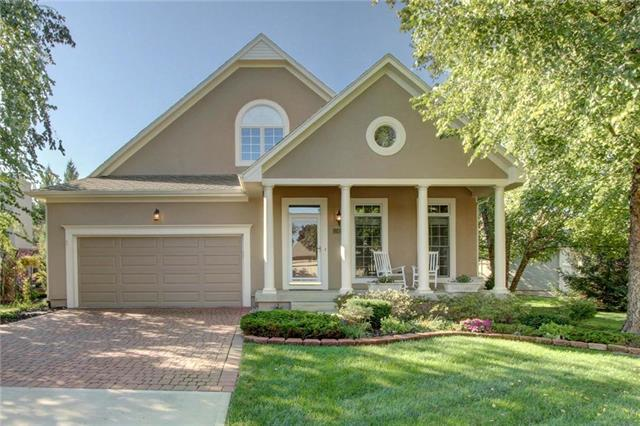 12421 Westgate Street, Overland Park, KS 66213 (#2129889) :: Char MacCallum Real Estate Group