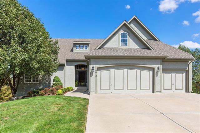19012 W 98 Terrace, Lenexa, KS 66220 (#2129912) :: Char MacCallum Real Estate Group
