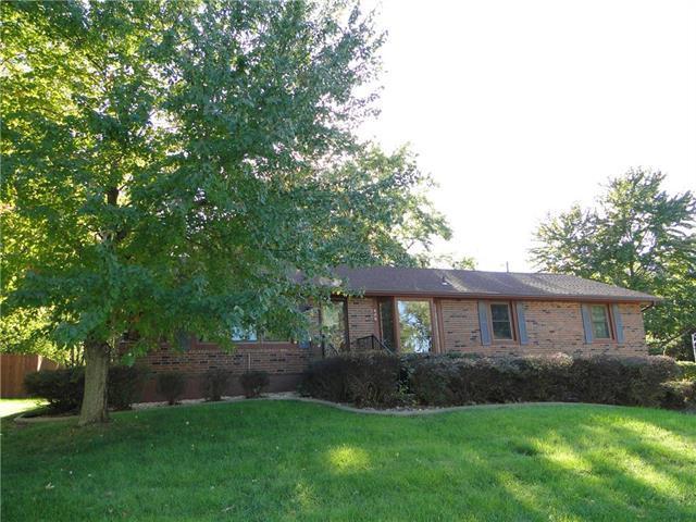 408 NW Fairway Drive, Blue Springs, MO 64014 (#2129917) :: Team Real Estate