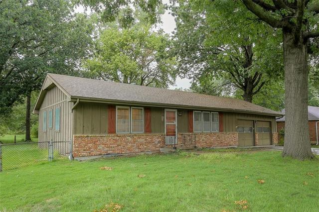 12820 13th Street, Grandview, MO 64030 (#2130005) :: Edie Waters Network