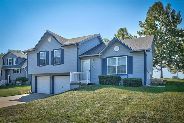 815 E 16th Terrace, Oak Grove, MO 64075 (#2130019) :: Edie Waters Network