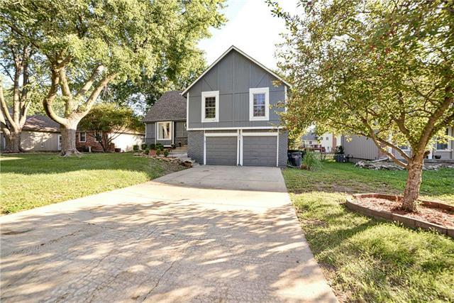 1959 E Sunvale Drive, Olathe, KS 66062 (#2130142) :: Edie Waters Network
