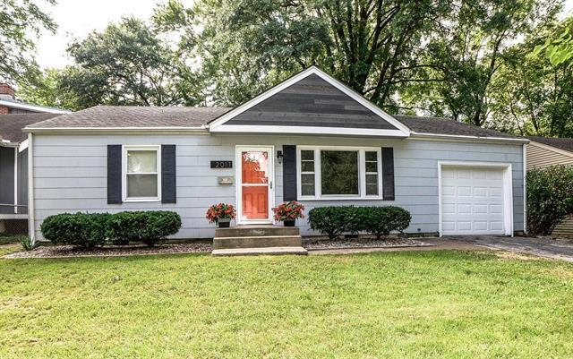 2011 W 73rd Street, Prairie Village, KS 66208 (#2130163) :: Char MacCallum Real Estate Group
